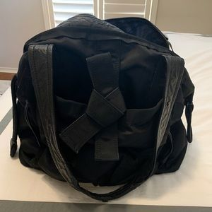 Lululemon black workout bag/duffle! 20 in wide